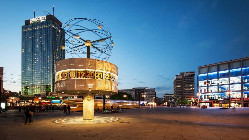 مکان های دیدنی آلمان- میدان الکساندر پلاتس برلین